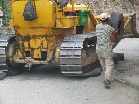 Le bulldozer et le système D