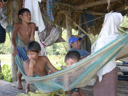 Famille warao dans le delta de l'Orénoque