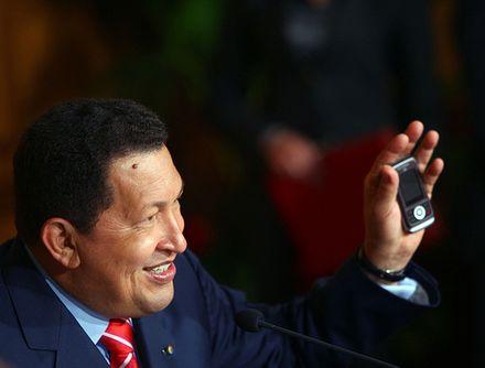 "Hugo Chávez présente le ""Vergatario"" (photo: Bernardo Londoy)"