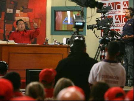 "Hugo Chávez dans son émission ""Aló Presidente"""