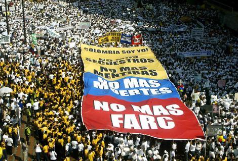 """""""No más FARC"""": manifestation anti-FARC dans les rues de Cali"""