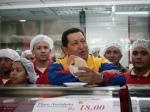 Hugo Chávez en  una arepera socialista