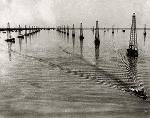 Puits de pétrole dans le Lac de Maracaibo