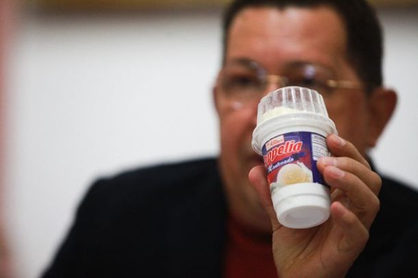 Hugo Chávez présente la crème glacée Coppelia