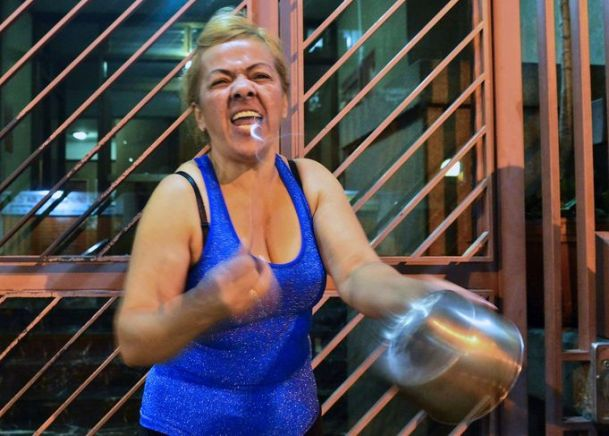 """Cacerolazo"" [concert de casseroles] à Caracas"