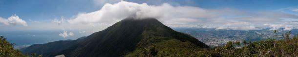 Vue panoramique: Caracas et la mer des Caraïbes