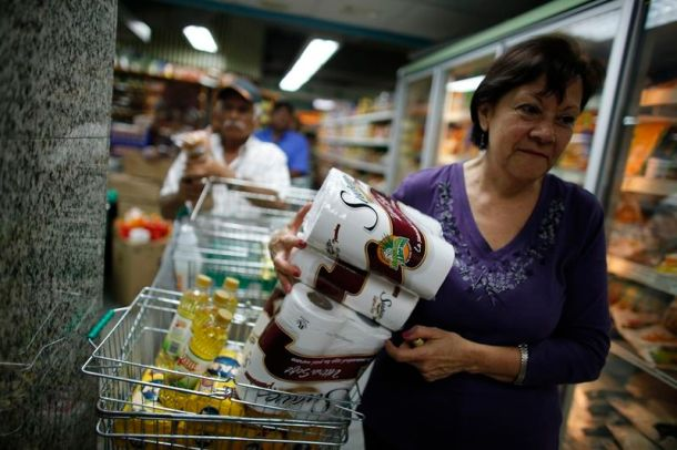 Dans un supermarché de Caracas (photo: Reuters  / Jorge Silva)