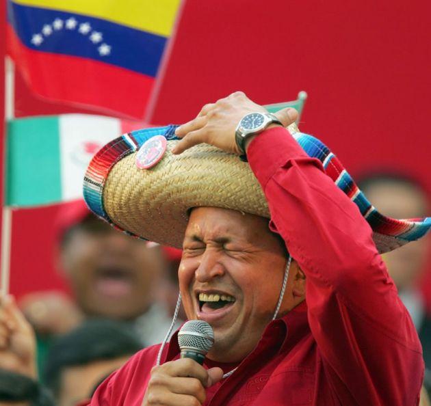 Hugo Chavez chante une ranchera