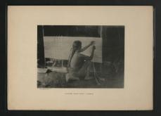 Femme Waiomgomo tissant un hamac