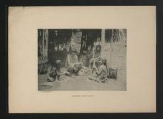 Femmes Waiomgomo pelant le casabe