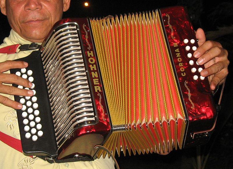 L'accordéon : instrument emblématique du vallenato